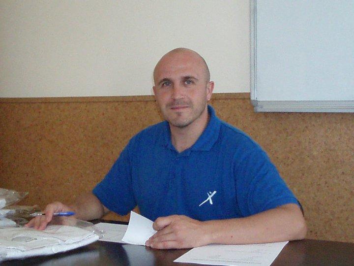 David Gomez antes del cierre de la escuela de quiromasaje Praxis. 2011